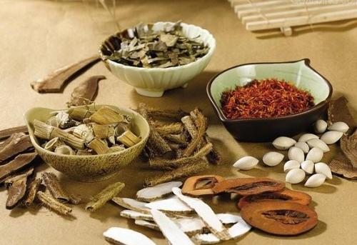 Chữa trị bệnh bằng phương pháp y học cổ truyền được nhiều người áp dụng