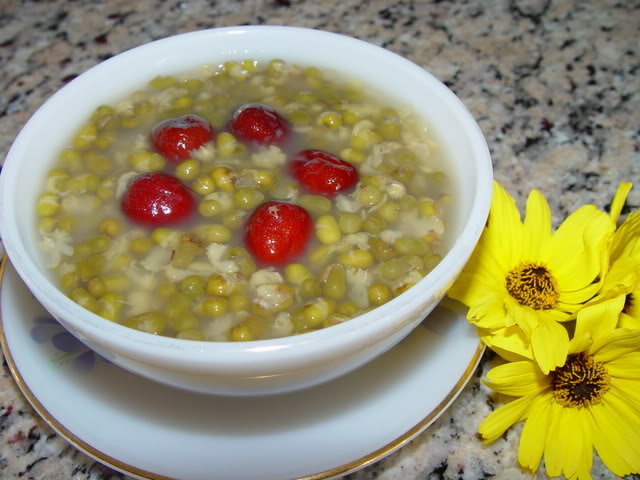 Chè đậu xanh táo đỏ - món ăn bài thuốc bổ máu