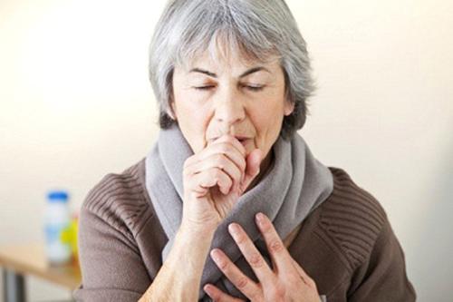 Bệnh ho kéo dài kinh niên ở người già