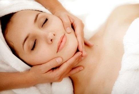 Thường xuyên massage da mặt
