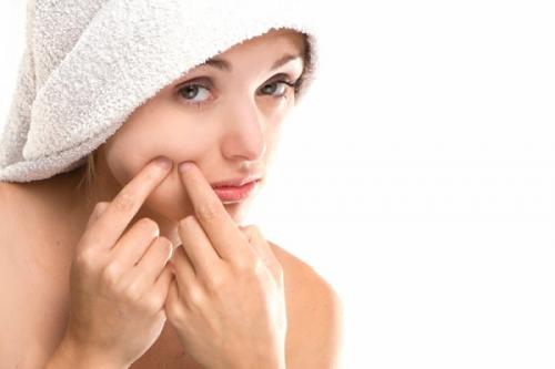 Nặn mụn trên da mặt