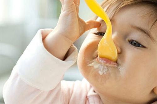 Nên cho trẻ ăn nhiều sữa chua