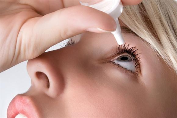 Sử dụng thuốc nhỏ mắt không theo chỉ định bác sĩ