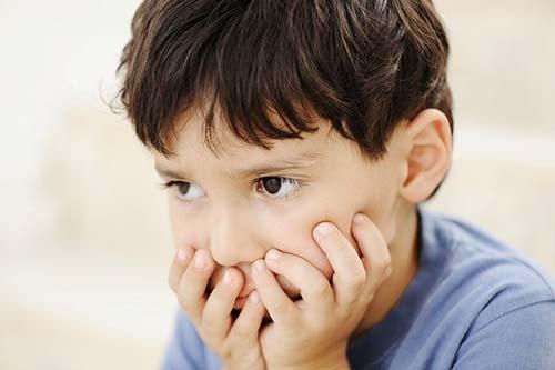 Biểu hiện của trẻ bị tự kỷ