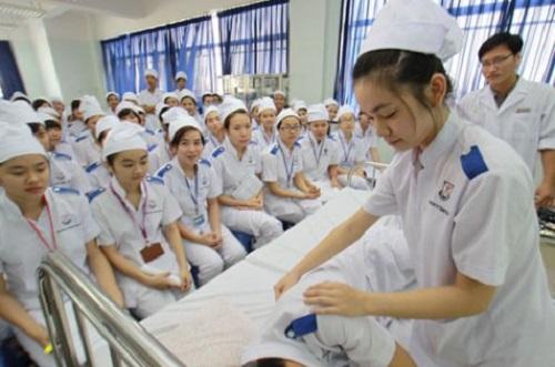 Buổi thực hành của sinh viên Văn bằng 2 Cao đẳng Điều dưỡng