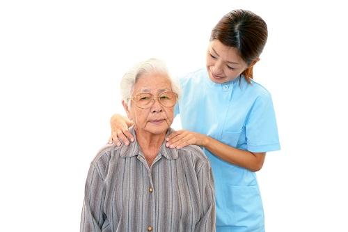 Chăm sóc người bệnh là một trong công việc của điều dưỡng viên